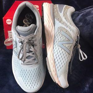 Women's 680v6 New Balance Running Shoe 10D wide